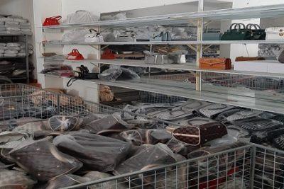Tạm giữ hơn 1.400 túi xách, ví tại Hà Nội có dấu hiệu giả mạo Hermes, LV, Dior, Chanel.